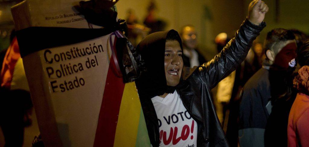 """Artículo de nuestro colegiado Manuel Alcántara Sáez: """"Permanecer, volver: políticos numerarios"""", publicado en el periódico El País, el día 6 de diciembre de 2017"""