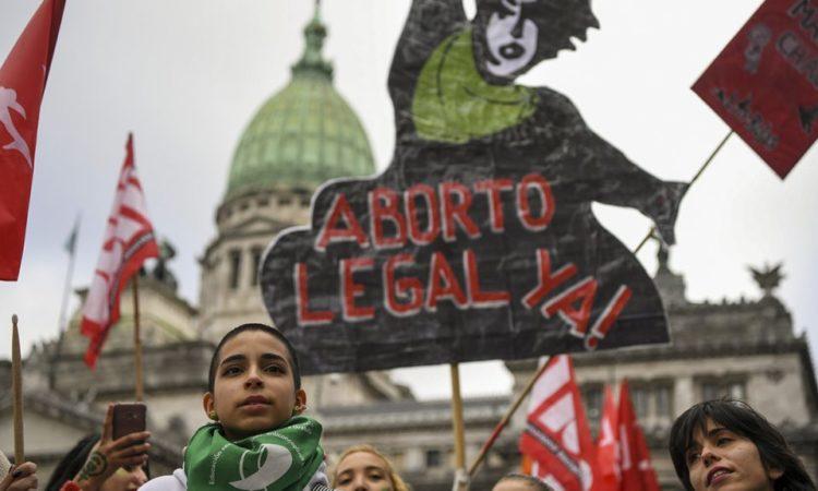 """Artículo: """"Despenalización del aborto en América Latina: proceloso camino"""", por nuestro colegiado Manuel Alcántara y Cristina Rivas, publicado en Política Exterior el día 18 de junio de 2018"""