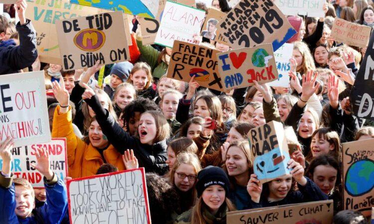 Las personas del mundo académico, investigador y educativo  abajo firmantes nos solidarizamos con la infancia y la juventud movilizada por una acción decidida y eficaz frente al Cambio Climático y con quienes  se pronuncian por el futuro de la vida en el planeta