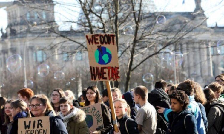 Académicos/as firman un documento de apoyo a la huelga climática estudiantil